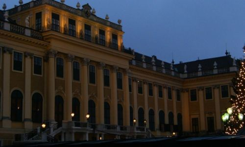 Schloss Schönbrunn in Wien bei Nacht