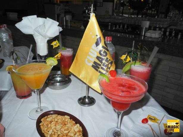 Fruchtige Cocktails auf der Lobby Terrasse