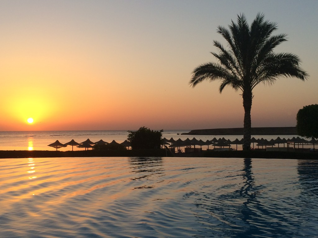 Der Relaxpool bei Sonnenaufgang