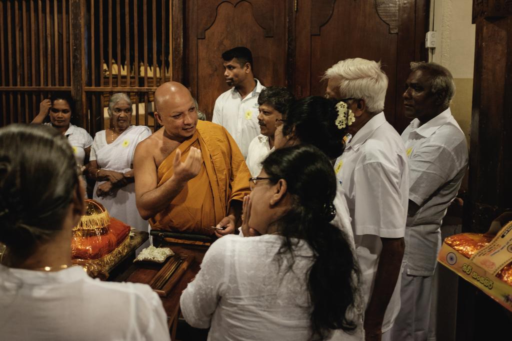 Zahntempel_Sri Lanka_Sri Dalada Maligawa_Kandy_Mönche
