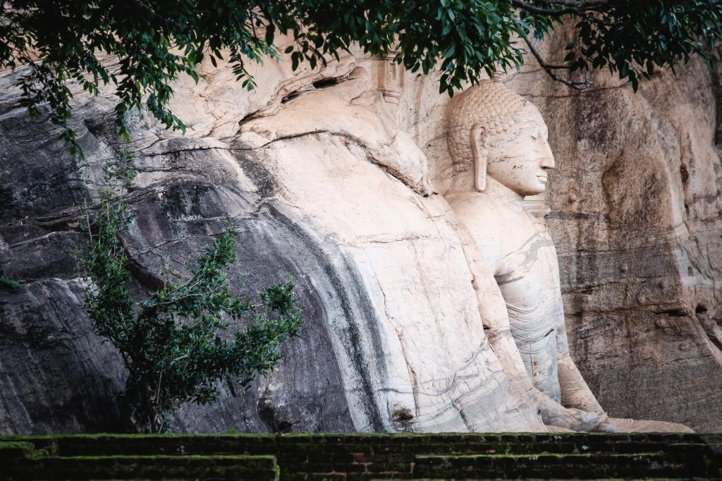Sri Lanka_Pollonnaruwa_Buddhastatue