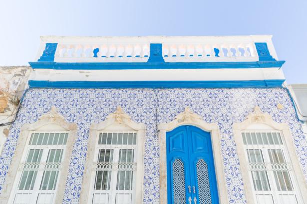 Die typische Häuserfassade in Portugal