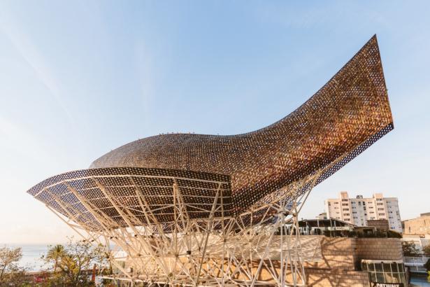 Frank Gehry's Fisdch im Olympischen Dorf von Barcelona