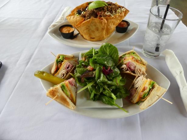 TUI_Essen_Amerika_Georgie's Alibi Azu_ Club Sandwich_ Salat_Taco_Taco Schuessel