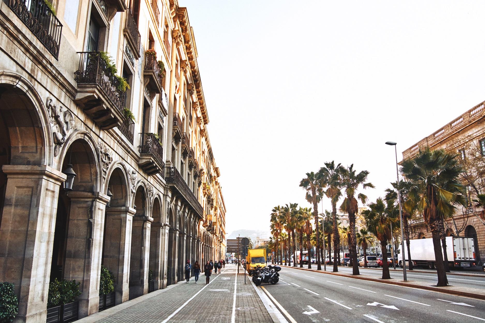 top viertel in barcelona gaud in der stadt mit strand. Black Bedroom Furniture Sets. Home Design Ideas
