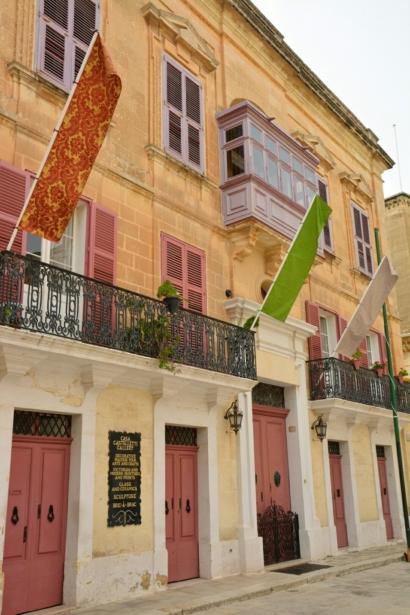 Mdina Maltra Städtereise Insel Sprachreise Haus bunte Türen TUI