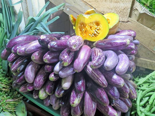 Typisch für Sri Lanka: frisch geerntetes Gemüse und Obst.