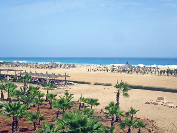 Aus vielen Zimmern hat man einen umwerfenden Blick auf den Strand.
