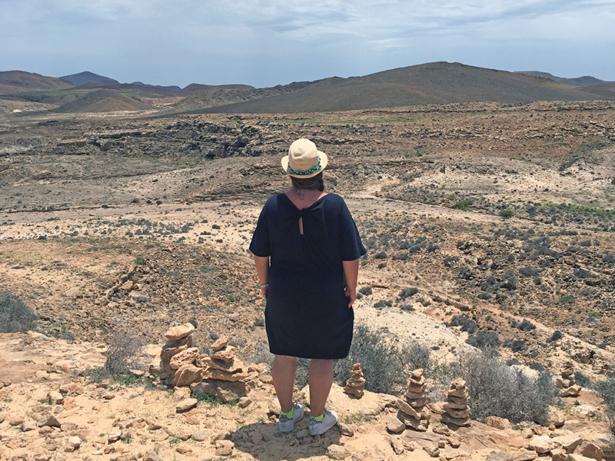 """TUI-Bloggerin Jasmin Kreulitsch genießt den Blick auf den """"Grand Canyon""""."""