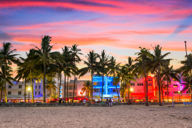 miami-beach-florida-ocean-drive-sonnenuntergang