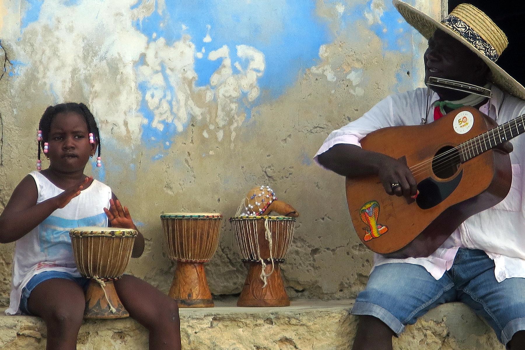 1. Wegen der Musik, die die Inselbewohner der Kapverden machen