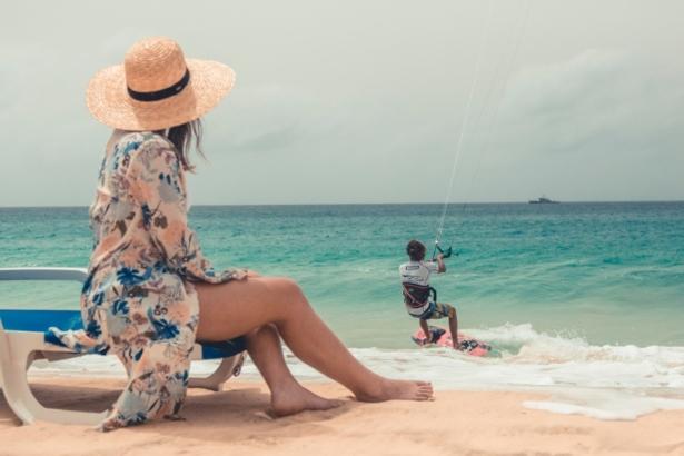 Kapverden Nelly Kitesurfer am Strand