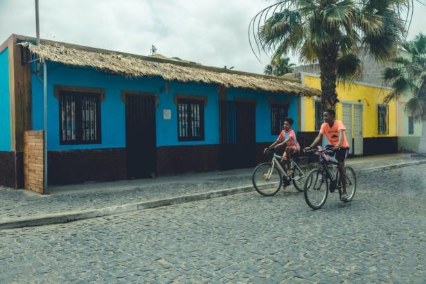 Kapverden Nelly Palmeira Bunte Häuser