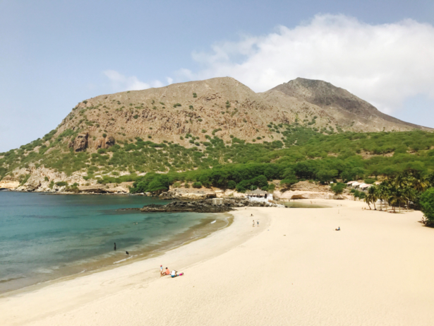 Strand Tarrafal Kaapverdië.jpg