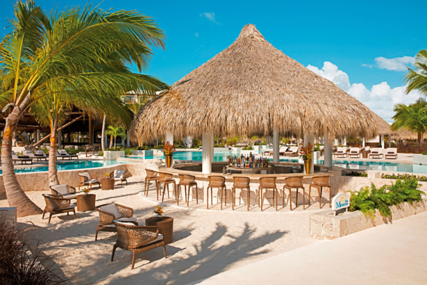 TUI Secrets Cap Cana Resort & Spa Poolbar