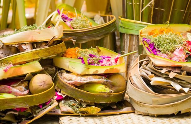 TUI Zeremonie Feuerbestattung Opfergabe Bali