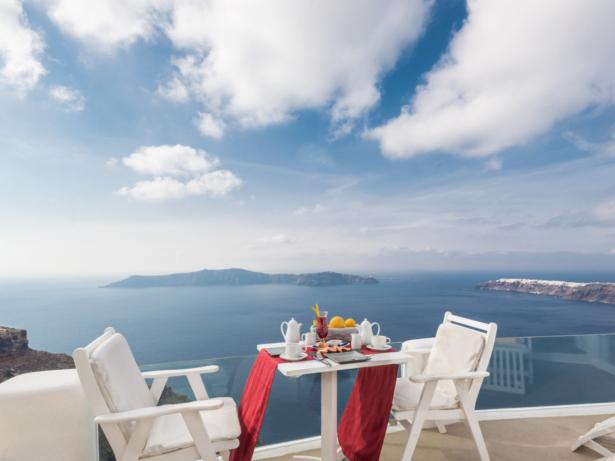 Kykladen Hoteltipp Iliovasilema Santorin - Frühstück mit Blick auf das Meer